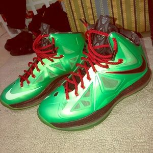 Lebron 10 'Cutting Jade' shoes.